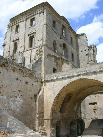 Abbazia di montmajour francia for Antica finestra a tre aperture
